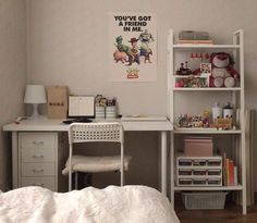 Mar 30 2020 - Image isn't mine shared by 𝙝𝙮𝙪𝙘𝙠𝙞𝙡𝙡 on We Heart It - graphics discovered by 𝙝𝙮𝙪𝙘𝙠𝙞𝙡𝙡. Room Design Bedroom, Room Ideas Bedroom, Home Room Design, Small Room Bedroom, Bedroom Decor, Small Room Design, Bedroom Office, Bedroom Furniture, Deco Studio