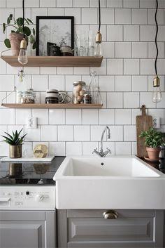 Home Sweet Home: Simple Ways to Make Your Kitchen Cozier Kitchen Dinning Room, Kitchen Decor, Sweet Home, Gravity Home, Scandinavian Kitchen, Contemporary Home Decor, Cuisines Design, Interiores Design, Kitchen Interior