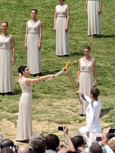 The High Priestess of Vesta, guard of the sacred fire, is relaying the Olympic Flame at the ruins of the historic Temple Of Hera in Ancient Olympia, Greece. Ancient Rome, Ancient Greece, Greece Party, Ancient Olympics, The Woman In White, Romulus And Remus, Olympic Flame, Greek History, Ancient History