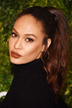 This Makeup Trend Is Sweeping L.A. — & It's So Cheap & Easy To DIY #refinery29  http://www.refinery29.com/2016/12/133551/la-celebrity-trend-matching-blush-lip-color-photos#slide-12  Joan Smalls: '90s MatchingDoes your aesthetic skew '90s? Opt for colors rooted in warm brown or deep, dusty rose. ...