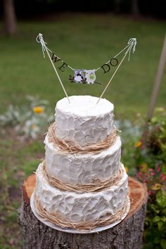 Burlap and lace instead of twine and add  sunflowers and a tier and this would be my dream cake! Love love love the texture and not the traditional fondant