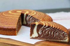 Cake zébré ou Zebra cake via Chocolate Candy Recipes, Bakers Chocolate, Artisan Chocolate, Cake Zebré, Gateau Cake, How Sweet Eats, Homemade Cakes, Food Cakes, Desert Recipes