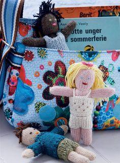 De små dukker er utrolig søde, og så kan tøjet tages af og på, så de både kan fungere som legetøj og som pyntedukker i nøgleringe eller lignende.