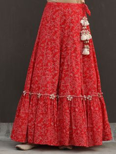 Indian Fashion Dresses, Indian Gowns Dresses, Dress Indian Style, Indian Designer Outfits, Indian Designers, Frock Fashion, London Fashion, Fashion Pants, Sleeves Designs For Dresses