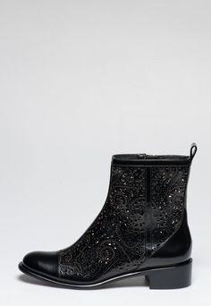 Cumpara acum Botine negre din piele Jerri de la Rachel Zoe si beneficiezi de… Rachel Zoe, Mai, Chelsea Boots, Ankle, Stuff To Buy, Shoes, Fashion, Moda, Zapatos