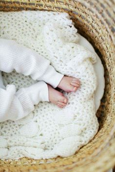 -In this Article You will find many Best Baby Photography Inspiration and Ideas. Hopefully these will give you some good ideas also. Cool Baby, Baby Kind, Little Doll, Little Babies, Cute Babies, Little People, Little Ones, Baby Family, Newborn Photography