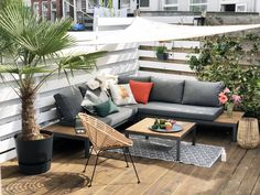 Terrace Decor, Rooftop Terrace, Terrace Garden, Deck Furniture, Outdoor Furniture Sets, Outdoor Decor, Backyard Renovations, Garden Seating, Apartment Living