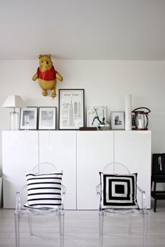 homevialaura   living room   Kartell Ghost chair   David Ehrenstråhle Monumental Guide to New York   Winnie the Pooh balloon   1st of May