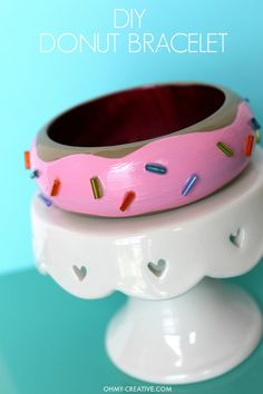 Fun DIY Donut Bracelet - dress it up or dress it down! It& a perfect whimsical accessory and a fun craft to wear for National Donut Day! Diy Jewelry Parts, Diy Jewelry Tutorials, Jewelry Ideas, Unique Jewelry, Diy Home Crafts, Easy Crafts, Crafts For Kids, Emoji Craft, Diy Donuts