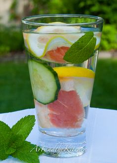 Dieter's Dream Detox Water - great detox water to help keep your diet on track.