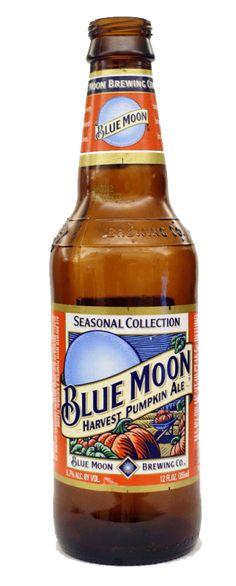 Cerveja Blue Moon Harvest Pumpkin Ale, estilo Pumpkin Ale, produzida por Blue Moon Brewing Co., Estados Unidos. 5.7% ABV de álcool.
