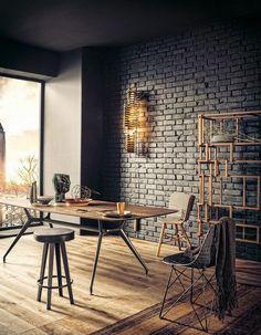 décoration murale industrielle, brique de parement mural, applique design en laiton or et table rectangulaire en bois