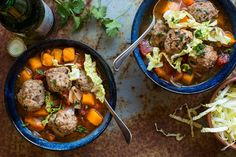 This Mexican meatball soup (Albondigas) is very hearty, quite easy to make and full of flavor - a warming dish for any day of the year! Fall Soup Recipes, Paleo Recipes, Dinner Recipes, Cooking Recipes, Family Recipes, Pork Recipes, Dinner Ideas, Mexican Meatball Soup, Mexican Meatballs