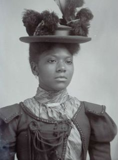 The Victorian era isn't often associated with Black people, but recently uncovered photos reveal how integral Black women were. Vintage Black Glamour, Vintage Beauty, Victorian Women, Victorian Fashion, Vintage Photographs, Vintage Photos, Antique Photos, Foto Real, Black History Facts