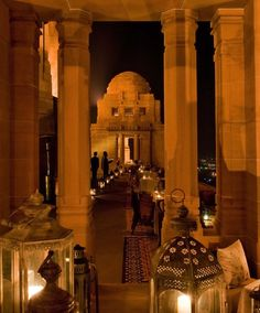 When you wander through the gigantic 347-room Umaid Bhawan Palace in Jodhpur, India, it feels like you're in a movie about the days of the Raj.