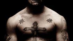 Un wallpaper di Viggo Mortensen nel film 'Eastern Promises': 116636 Mob Tattoo, Ring Tattoos, Star Tattoos, Tatoos, Movie Tattoos, Russian Mafia Tattoos, Russian Criminal Tattoo, Viggo Mortensen, Kresley Cole