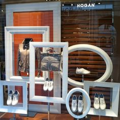 Visual Merchandiser, styling and still life designs Easy window display to make with some old frames by janell Salon Window Display, Store Window Displays, Shoe Display, Visual Display, Frame Display, Display Design, Photo Displays, Store Design, Retail Displays