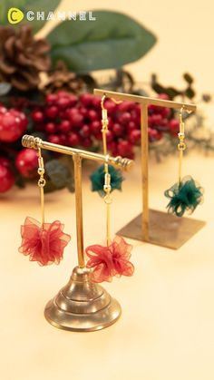 Wire Jewelry Designs, Handmade Wire Jewelry, Jewelry Crafts, Jewelry Patterns, Fabric Earrings, Fabric Jewelry, Lace Jewelry, Bridal Jewelry, Diy Crafts Hacks