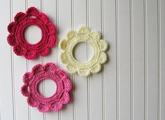 hmmmm.  do bad I never thought of this 15 years ago......Decorative Crochet Wreath Wall Hangings