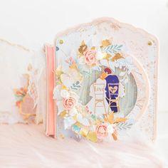 """Johanna Rivero / scrapbooking on Instagram: """"Nuestra primera preciosa es @yamiscrafty ❤️😍, la primera vez que la abrace fue en uno de mis talleres 😍❤️ Le siguieron muchos abrazos en…"""" Large Scrapbook, Scrapbook Albums, Wedding Cards, Paper Crafts, Instagram, Frame, Wood, Art, Small Flowers"""