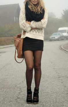 Pretty winter style: Sweater, skirt & tights ❄