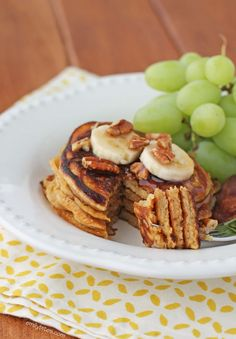 These Silver Dollar Banana Pancakes make for a tasty breakfast that comes together quickly and with ease for just 172 calories or 4 Weight Watchers points! www.emilybites.com #healthy