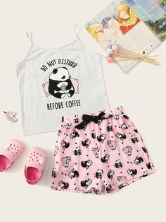 Girls Cartoon & Letter Print Cami Top & Shorts PJ Set – Kidenhouse Source by estivi Cute Pajama Sets, Cute Pjs, Cute Pajamas, Girls Pajamas, Girls Fashion Clothes, Teen Fashion Outfits, Outfits For Teens, School Outfits, Gothic Fashion