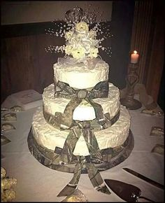 If you are going to have a camouflage wedding theme, besides your camouflage wedding dresses, a camo wedding cake is an item that must be available in your wedding. With the perfect choice of weddi… Redneck Wedding Cakes, Country Wedding Cakes, Rustic Wedding, Country Weddings, Redneck Cakes, Indian Weddings, Mr And Mrs Wedding, Our Wedding, Dream Wedding