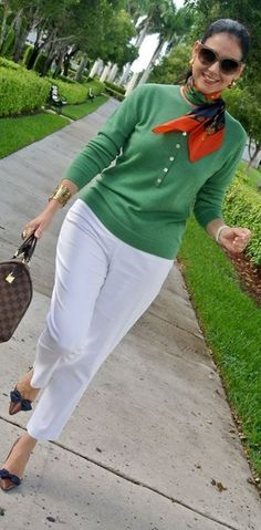 fashion over 50 women casual white pants Over 60 Fashion, Over 50 Womens Fashion, Fashion Tips For Women, Fashion Over 50, Look Office, Mode Style, Casual Looks, Fashion Outfits, Clothes For Women