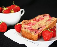 strawberry banana streusel bread (healthy snacks for kids)