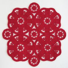 Feel the ♥ⓛⓞⓥⓔ♥ Red, red, red placemats from this vintage pattern here: http://www.freevintagecrochet.com/free-bedspread-patterns/spool166/maker-of-magic-bedspread. Isn't this gorgeous! ¯\_(ツ)_/¯