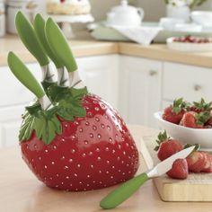 6 piece strawberry knift set What ? Cute Kitchen, Kitchen Items, Kitchen Knives, Kitchen Gadgets, Kitchen Dining, Kitchen Decor, Kitchen Tools, Strawberry Kitchen, Strawberry Recipes