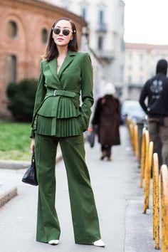 Fall Looks : Picture Description Milan, Fall Milan Fashion Week Street Style, Autumn Street Style, Cool Street Fashion, Studio 54, Green Fashion, Autumn Fashion, Fashion 2018, Fashion Outfits, Fashion Milano