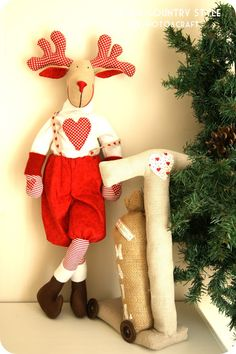 Country style: Rudolph un postino speciale Woodland Christmas, Handmade Christmas, Christmas Crafts, Christmas Tree Ornaments, Christmas Stockings, Christmas Decorations, Holiday Decor, Free To Use Images, Handmade Shop