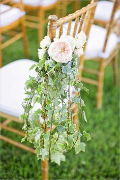 garden rose and ivy aisle decor @weddingchicks