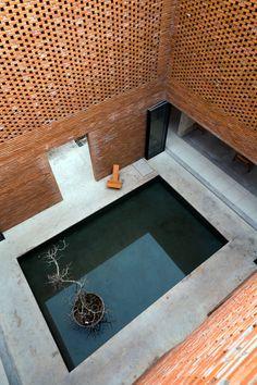 kienviet.net Nhà Long An: ngôi nhà tự thở miền nhiệt đới Check more at https://kienviet.net/2018/03/17/nha-long-ngoi-nha-tu-tho-mien-nhiet-doi/