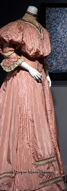 Afternoon dress, American, ca. 1905. Pink warp-print taffeta and ivory lace. Photo: Eileen Costa. Fashion Institute of Technology
