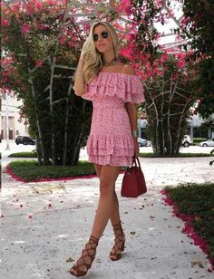 Pink off shoulder floral dress with ruffles Lace Summer Dresses, Cute Dresses, Casual Dresses, Short Dresses, The Dress, Dress Skirt, Look Disco, Vestido Strapless, Fashion 2017