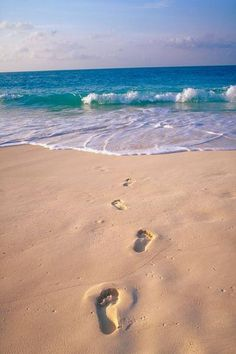 Footprints in the sand www.SeedingAbundance.com http://www.marjanb.myShaklee.com