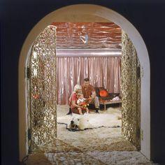Inside Jayne Mansfield's Pink Palace - Photos of Jayne Mansfield's Pink Home - Harper's BAZAAR Magazine