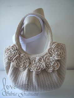 Marvelous Crochet A Shell Stitch Purse Bag Ideas. Wonderful Crochet A Shell Stitch Purse Bag Ideas. Cardigan Au Crochet, Crochet Shell Stitch, Crochet Handbags, Crochet Purses, Knit Or Crochet, Crochet Hooks, Crochet Bags, Handbag Patterns, Knitted Bags