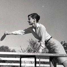 Rare Audrey Hepburn — timelessaudrey: Audrey,Mel and Mr Famous. Audrey Hepburn Outfit, Audrey Hepburn Pictures, Vintage Hollywood, Classic Hollywood, Cinema, Star Wars, Vintage Glamour, Vintage Beauty, Classic Films