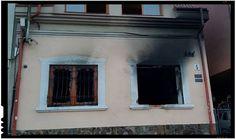 La ora 3.00 de noapte, spre marţi, 27 februarie, Casa Naţională a maghiarilor din regiunea Transcarpatică a fost incendiată. Conform poliţiei şi autorităţilor locale, o persoană neidentificată a aruncat pe geamul sediului Uniunii maghiarilor din Ujgorod o sticlă cu substanţe inflamabile ce a cauzat incendiul, flăcările mistuind 25 metri pătraţi de birou şi mobilierul, fiind… Home Decor, Decoration Home, Room Decor, Home Interior Design, Home Decoration, Interior Design