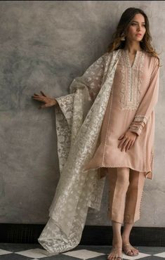 indian fashion Suits -- Click VISIT link above to read Pakistani Dress Design, Pakistani Outfits, Indian Outfits, Pakistani Pant Suits, Pakistani Fashion Casual, Emo Outfits, Kurta Designs, Blouse Designs, Indian Attire