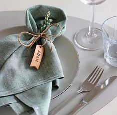 Beautifully elegant table setting with our bestselling LINDDNA leather curved pl Wedding Napkin Folding, Wedding Napkins, Wedding Table Names, Modern Napkins, Objet Deco Design, Elegant Table Settings, Wedding Place Settings, Deco Table, Rustic Table