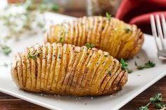 Eine einfache aber sehr leckeres Art Kartoffeln zuzubereiten. Unbedingt probieren! Durch das Backen erhalten die gefächerten Kartoffeln knusprige Kanten und im Inneren bleiben sie aber schön weich!