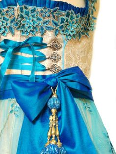 Trim work is gorgeous, love the color combo Traditional Fashion, Traditional Outfits, Drindl Dress, Countryside Fashion, German Costume, Turquoise Fashion, Vintage Trends, Folk Costume, Couture