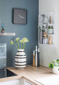 Kitchen details - warm wonderful blue/green colour on the wall together with nice accessories on the countertop that all match the warm nuance. Kähler vase, cool shelf, candlesticks from Applicata. Diy Kitchen Decor, Kitchen Interior, Paint For Kitchen Walls, Interior, Kitchen Colors, Blue Kitchen Designs, Blue Kitchen Walls, Kitchen Wall Colors, Home Decor