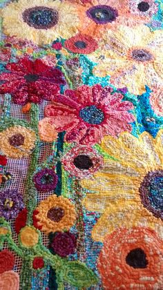 Creative blasting grounds: This sunflower rug is so close to done locker hooking? Rug Hooking Designs, Rug Hooking Patterns, Locker Rugs, Locker Hooking, Latch Hook Rugs, Hand Hooked Rugs, Handmade Headbands, Handmade Rugs, Handmade Crafts