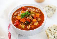 Zupa bolońska z mięsem mielonym. Pożywna i rozgrzewająca [PRZEPIS] Bon Appetit, Thai Red Curry, Chili, Food And Drink, Cooking, Ethnic Recipes, Drinks, Kitchen, Drinking